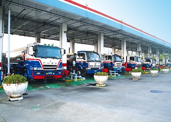 國內汽、柴油價格明(16)日起各調漲0.5元及0.4元