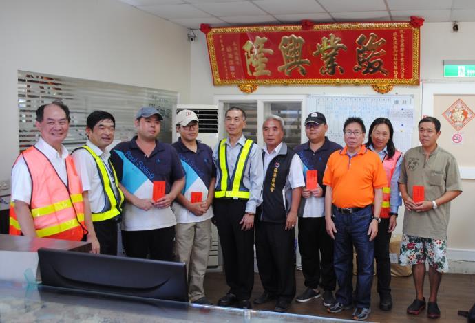 南方澳漁友站加油員英勇搶救油罐車司機 台灣中油前往致謝
