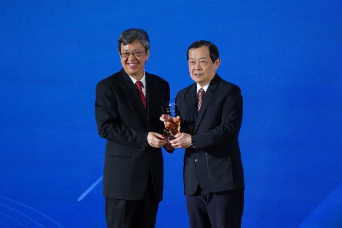 台灣中油榮獲2019「企業永續獎」7項大獎及英國標準協會「BSI永續卓越獎」