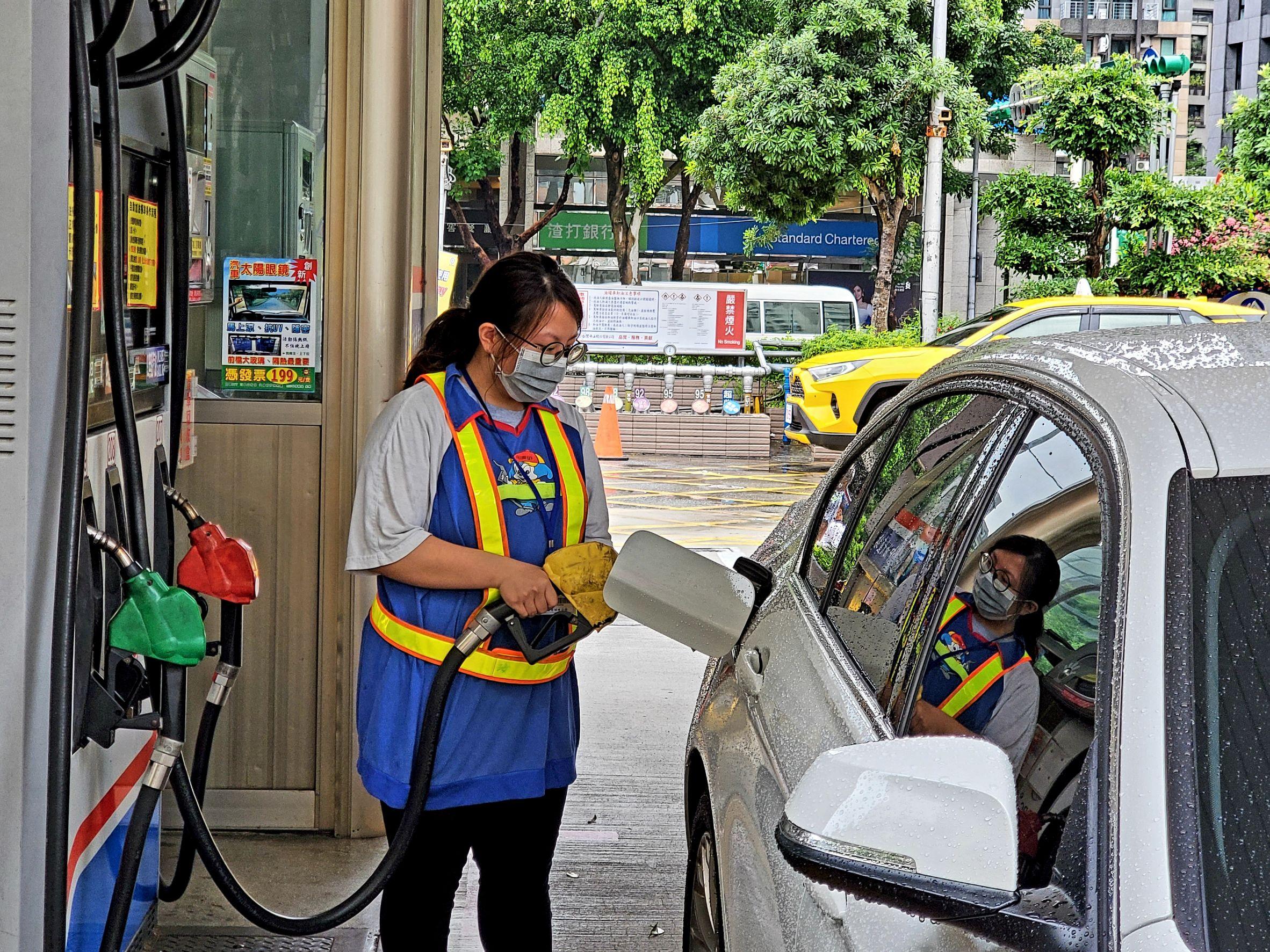 台灣中油74週年慶「74940 中獎其實就是你」 加油抽獎送好禮「絕對是金A」