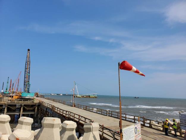 台灣中油第三座液化天然氣接收站依法取得開發許可  積極推動各項關鍵工程  以達111年10月先期供氣目標