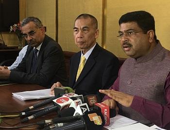 台灣中油總經理李順欽率團前往印度考察