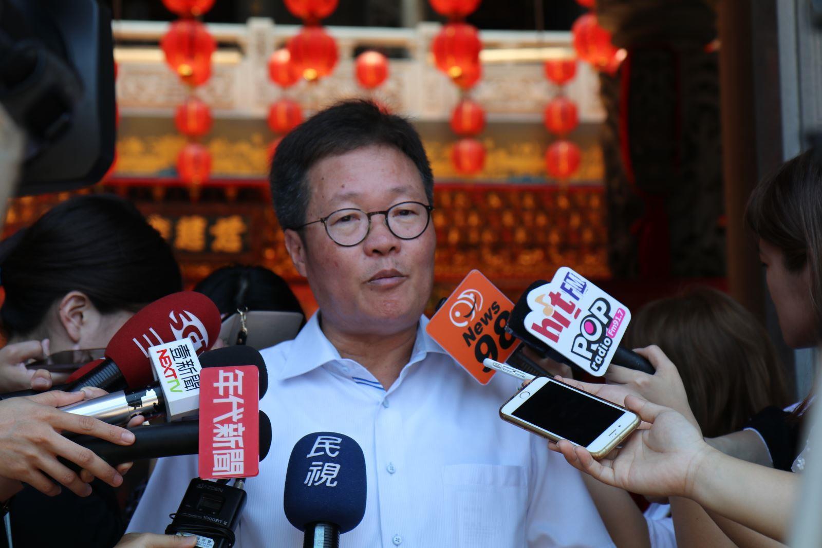 董事長接受各家媒體連訪,說明中油立場與規劃。